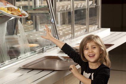 Mon enfant peut-il manger sainement à l'école ? © mertcan - Fotolia.com