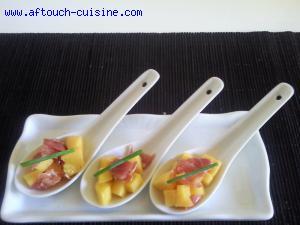 Cuillères de mangue et jambon de Parme