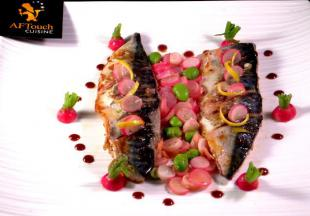 Filets de maquereau de ligne poêlés et radis roses