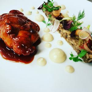 Le ris de veau laqué soja et saké duxelles fine de champignons de paris