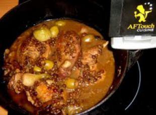 Les cuisses de canard braisées aux olives
