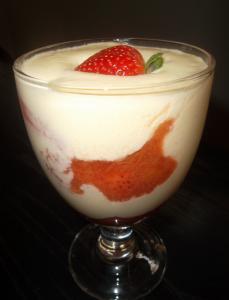 Mousse au chocolat blanc compote rhubarbe fraise