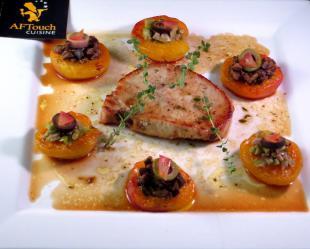 Mignons de porc fermier et abricots rôtis