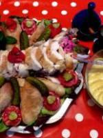Beau poulet de ferme servi froid et mayonnaise