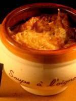 Soupe gratinée a l'oignon et germes de soja
