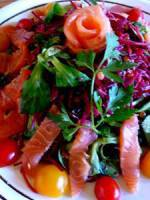 Salad of smoked salmon and mache