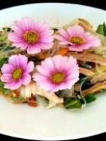 Salade de poulet mentholée et soja du chef  moncheang chea