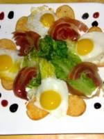 Salade sucrine et oeufs de caille